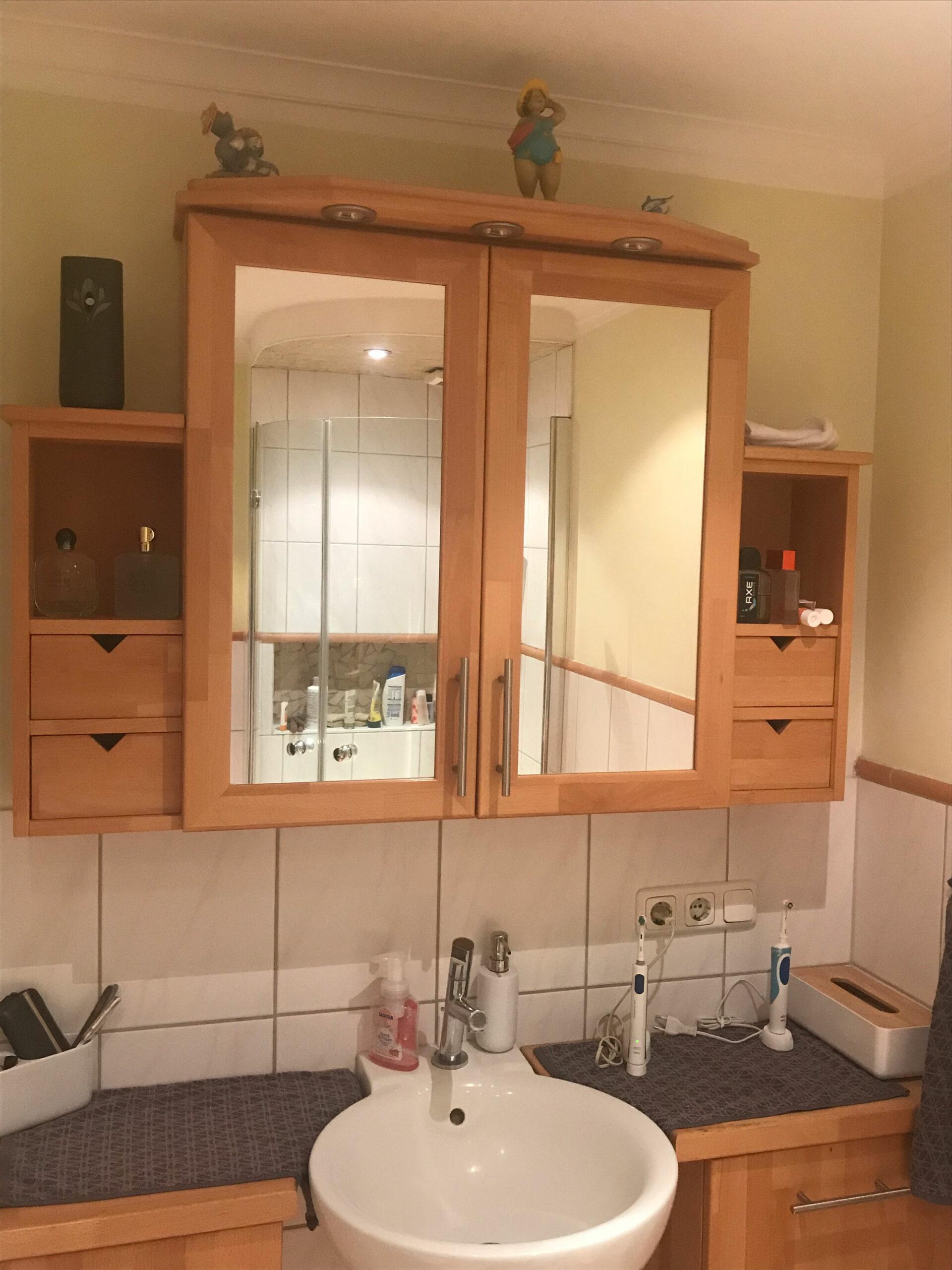 Badezimmer Buche lackiert mit Spiegel